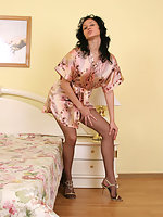 Flexi babe in control top pantyhose doing striking acrobatics on the bed
