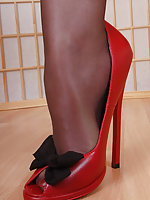 7 inches heels and shiny black pantyhose